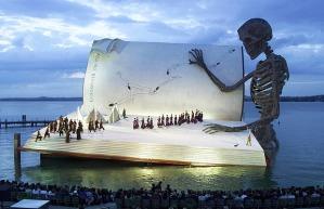 libro-gigante-y-un-esqueleto-sin-ojos-leyendo-y-eso-la-llea